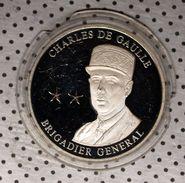 MÉDAILLE CHARLES DE GAULLE -  BRIGADIER GÉNÉRAL - LEADERS OF WORLD WAR - ARGENT. - Jetons & Médailles