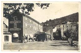 Cpa Castellane - La Place Et L'Hôtel Du Levant ( Pompe à Essence Eco, Esso ) - Castellane