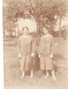 25958 Photo BELGIQUE Ruysbroeck Ruisbroek, Café De La Lampe -juillet 1926 -deux Soeurs Femme - Sint Pieters Leeuw - Lieux