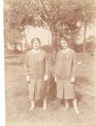25958 Photo BELGIQUE Ruysbroeck Ruisbroek, Café De La Lampe -juillet 1926 -deux Soeurs Femme - Sint Pieters Leeuw