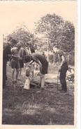 259561  Trois 3 Photo BELGIQUE  - Camp Ecole  -scout -scoutisme -avant 1940 -ferme - Guerre, Militaire