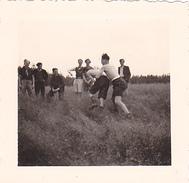 25964 Quatre 4 Photo BELGIQUE  - Camp Ecole  -scout -scoutisme -avant 1945 -repas Lutte