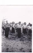 25965 Cinq 5 Photo BELGIQUE  - Camp Ecole  -scout -scoutisme -avant 1943 -danse Jeux - Guerre, Militaire