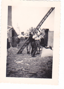 25968 Quatre 4 Photo BELGIQUE  - Camp Ecole  -scout -scoutisme - Entre1943  45- Ferme