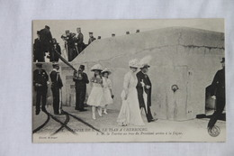 VISITE De S.M Le Tsar à CHERBOURG. N° 1 SM La Tsarine Au Bras Du Président Arrive à La Digue - Cherbourg