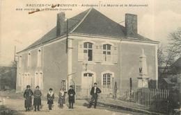 SAULCES CHAMPENOISES - La Mairie Et Le Monument Aux Morts (carte Vendue En L'état) - France