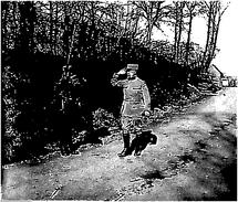 Photo Ancienne Originale Animée Un Officier Salue Une Sentinelle   1914 1918 Ww1  Grande Guerre - Krieg, Militär