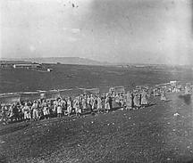 Photo Ancienne Originale Animée Rassemblement De Poilus 1914 1918 Ww1  Grande Guerre - Guerre, Militaire