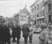 Photo Ancienne Originale Animée Personnalités Et Officiers En Ville  1914 1918 Ww1  Grande Guerre - Guerre, Militaire