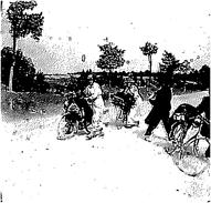 Photo Ancienne Originale Animée Militaires Et Civils En Vélo 1914 1918 Ww1  Grande Guerre - Guerre, Militaire