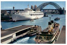 (2000) Australian Ferry - Sydney Ferry + Canberra Cruise Ship (card Cut Down In Size) - Fähren