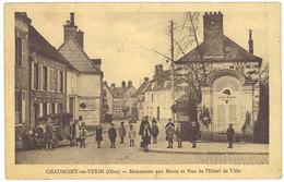 Cpa Chaumont En Vexin - Monument Aux Morts Et Rue De L'Hôtel De Ville - Chaumont En Vexin