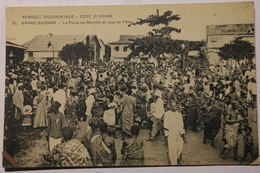 Cpa Afrique Occidentale Côte D'Ivoire GRAND BASSAM La Place Du Marché Un Jour De Fêtes - TOG01 - Côte-d'Ivoire