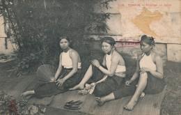 G11 - VIÊT-NAM - TONKIN - Femmes Au Repos - Lettres & Documents