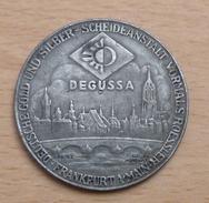 Allemagne Médaille En étain DEGUSSA FRANKFORT Calendrier Des Dimanches De 1943 + Date De Naissance Hitler - Alemania