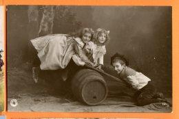 HA579, Jeux D'enfant, Balançoire Avec Un Tonneau Et Une Planche, Circulée 1905 - Non Classificati