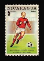 NICARAGUA BOBBY CHARLTON ENGLAND SOCCER PLAYER MEXICO 1970 STAMP MINT - Calcio