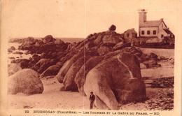 BRIGNOGAN -29- LES ROCHERS ET LA GREVE DU PHARE - Brignogan-Plage