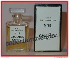 CHANEL : Miniature De Collection. N° 19, Eau De Parfum, 4 Ml,  Avec Sa Boite, Parfait état - Miniatures Womens' Fragrances (in Box)