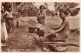 ETHNIQUE - GUATEMALA / Indigena Zutajil Tejiendo Telares - Guatemala