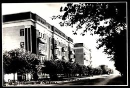 CARTE PHOTO  RUSSIE - SIBERIE KRASNOYARAK Les Maisons Des Cheminots Russes Avenue Staline - Russie