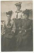 Carte Photo Groupe De Femmes Enghien 1906 Toilettes Elaborées - Enghien Les Bains