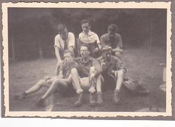 25971 Six 6 Photo BELGIQUE  - Camp Ecole  -scout -scoutisme - Vers 1943 - - Guerre, Militaire