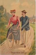 FEMME  Apprenant à Faire Du Vélo - Tenez Vous Bien .....Carte Postale Couleur. - 1900-1949