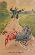 FEMME  Apprenant à Faire Du Vélo - Ceci Est Une Pelle ! .....Carte Postale Couleur. - 1900-1949