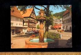 ALPIRSBACH Im Schwarzwald  : Brunnen 1991 / Auto BMW 1600 ? - Alpirsbach