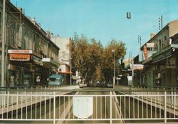 MIRAMAS EN PROVENCE Le Passage Souterrain Et Les Commerçants De L'avenue De Salon - Autres Communes