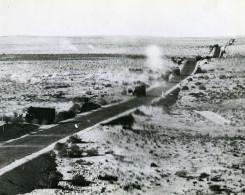 WWII Libye Cyrénaïque Attaque Aérienne Convoi De Camions Ancienne Photo 1943 - Guerra, Militares