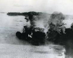 WWII Birmanie RAF Beaufighters Bombardement D'un Bateau Japonais Camouflage Ancienne Photo 1945 - War, Military