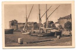 83 - TOULON - Voiliers Dans Le Port Marchand - Ed. MONA - 1954 - Toulon