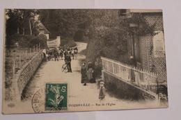 CPA 76  OCQUEVILLE  RUE DE L EGLISE  TRES ANIMEE - France