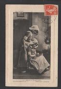 DF / ENFANTS / DEUX FILLETTES EN COSTUME TRADITIONNEL : LA LEÇON D'ÉCRITURE / ENSEIGNEMENT / CIRCULÉE EN 1913 - Bambini