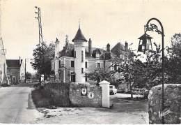 37 - FRANCUEIL : HOSTELLERIE DU CHATEAU ( Prop. J. Marlière ) CPSM Dentelée Noir Et Blanc GF  - Indre Et Loire - Sonstige Gemeinden