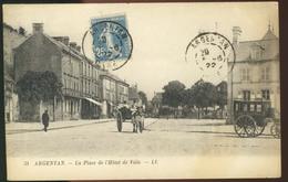 Argentan - La Place De L'Hôtel De Ville - Argentan