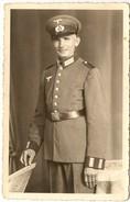 Soldat Allemand En Uniforme  (cp; Photo ) Pli Bas Droit - Guerre 1939-45