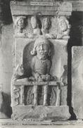 Cluny - Musée Lapidaire - Enseigne Du Cordonnier (XIIe Siècle) - Collection Dutrion - Musées