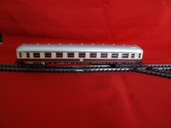 Trains électriques, Echelle N - Voiture Voyageurs DB 1er Classe - Livrée Rouge Et Blanc - Passenger Trains