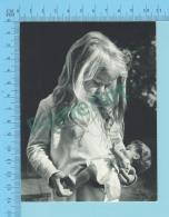 Photo -fillette , Le Drame De La Vie  Chez Beaucoup, C'est Qu'elle Est Sans Amour  - 2 Scans - Photographie