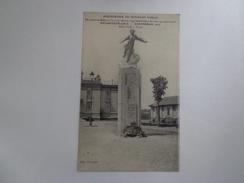 CPA AERODROME DU BOURGET DUGNY MONUMENT EN L'HONNEUR DE NUNGESSER COLI ET LINDBERG - Aerodrome