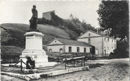 Hauterives (Drôme) - Le Monument Aux Morts - Edition Combier - Carte CIM N° 46 - Oorlogsmonumenten