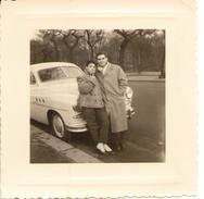 FORD VEDETTE  Et Couple D'amoureux - Automobiles