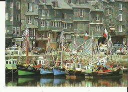 Honfleur  14   Carte Glacée_ G  Format    Le Vieux Bassin Avec Ses Bateaux Et Les Quais Bien Animes_Voitures - Honfleur