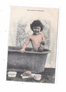9739 - CPA Enfant Nu Dans La Baignoire, La Journée De Suzette, - Enfants