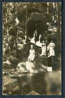 Leute In Trachten/ Sonntagskelidung Bei Waldwanderung/ Felsen Am Waldbach/ Waldsee Um Ca. 1920? - S/w - N. Gel. - Europe