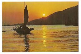 HONG KONG - A SAIL IN THE SETTING SUN - PHOTO BY S.C. MOY ( 6 ) - Chine
