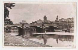 AUSTRALIA - RIVER YARRA AND MELBOURNE SKYLINE - VALENTINE RPPC POSTCARD ( 321 ) - Postcards